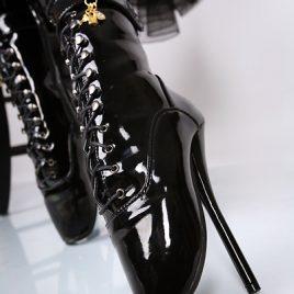 Lack Ballettstiefel Stiefeletten High Heels schwarz von Kassiopeya